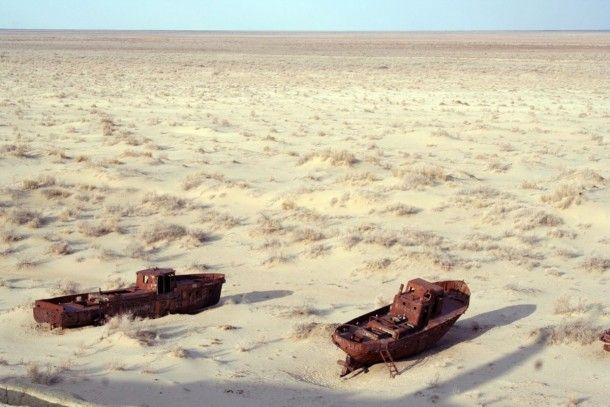 Abandoned boats on the bottom of the dried-out Aral Sea - Photorator